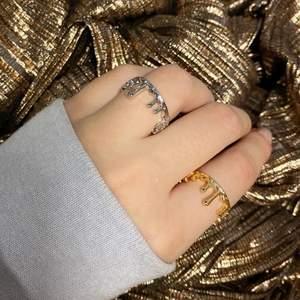 Supersnygga justerbara drippy ringar i sterling silver 🤩 priset är 89kr/styck! Mer finns på instagram @tinsel.uf 🤍