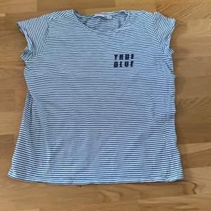 Randig t-shirt från lager 157 som jag säljer för den ej kommer till användning.