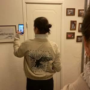 Säljer denna coola jackan köpt från hm.