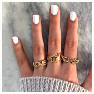 Populära ringar för endast 95kr/st 🧚🏼 Ringarna är guldpläderade och justerbara, frakten är gratis! Finns bara ett begränsat antal så passa på och köp medans de finns kvar ✨