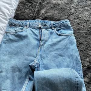 Styliga straighta jeans från weekday som användes ett flertal gånger pga att jag tröttnar på alla mina klädes plagg super snabbt :)