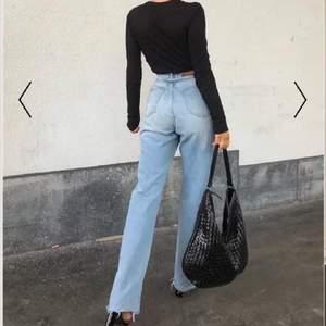 Säljer dessa jeans från NAKD i storlek 34. Dem är endast provade då dem var för små för mig. Köpta för 500 kr. Säljer för 250 + frakt, pris kan diskuteras vid snabb affär.