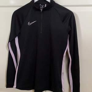 Dry-fit tröja från Nike inte mycket använd säljs i befintligt skick!