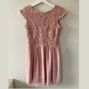 Jättegullig finklänning köpt på bubbelroom💞 Har bara använts en gång