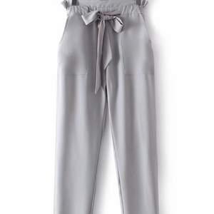 Jag säljer dessa ljusgråa kostymbyxor från Dennis maglic i storlek S. De är superfina men jag säljer de för att jag har växt ur de. 💕 Köpta för 499kr och jag säljer de för 80kr + frakt eller högre bud.