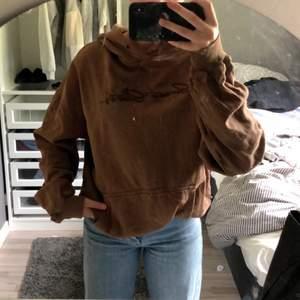 en brun hoodie från junkyard, jätte fin hoodie men inte kommit till användning. köpte hoodien för 599kr💗