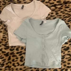 1 tröja= 35kr 2 tröjor= 45kr två snygga tröjor från H&M en vit och en blå inte min still längre