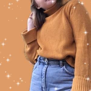 🌞💛🧡Orange/gul chunky stickad tröja som kommer passa såå bra till lite kallare vårdagar. Inga defekter, Jättebra skick och sticks inte. Köpt second hand så väldigt unik! Kontakta gärna mig privat för frågor, fler bilder eller köp🧡💛🌞