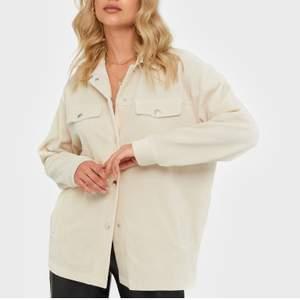 Skjortjacka/Schaket från Nelly. Aldrig använd! Passar flera storlekar då den är Oversized❤️