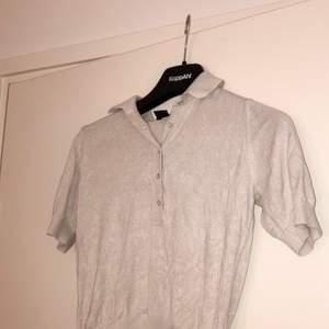Beige tröja i storlek S, bra skick