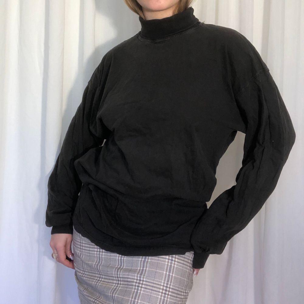 Skit fin tröja i cool färg . Tröjor & Koftor.