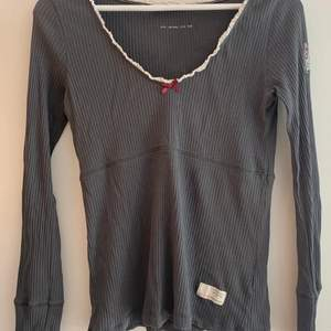 Mörkgrå långärmad tröja från Odd Molly i bra skick! Storlek 1 (S). Köpare står för frakt.