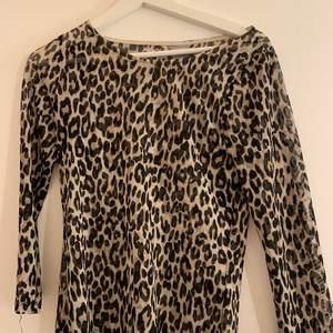 Super fin genomskinlig leopard tröja från Lindex storlek s ( lite längre ) frakt tillkommer med 25kr