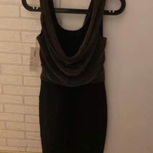 En helt ny klänning i strl S
