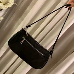Inte använd mycket då jag har andra jag använder! Bra kvalitet och blir alltid lika förvånad för hur mycket som man kan proppa ned i dessa väskor!