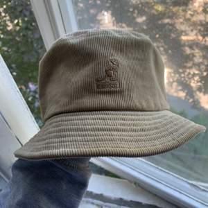 As tung hat nu pris:600kr använt 4 gånger typ 10/10 cond
