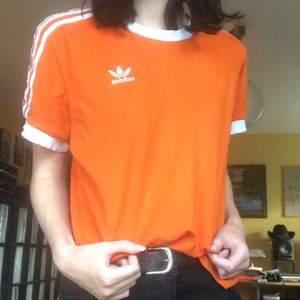 Orange Adidas tshirt som inte kommer till användning! Orginal pris:300kr.  Köparen betalar för frakten