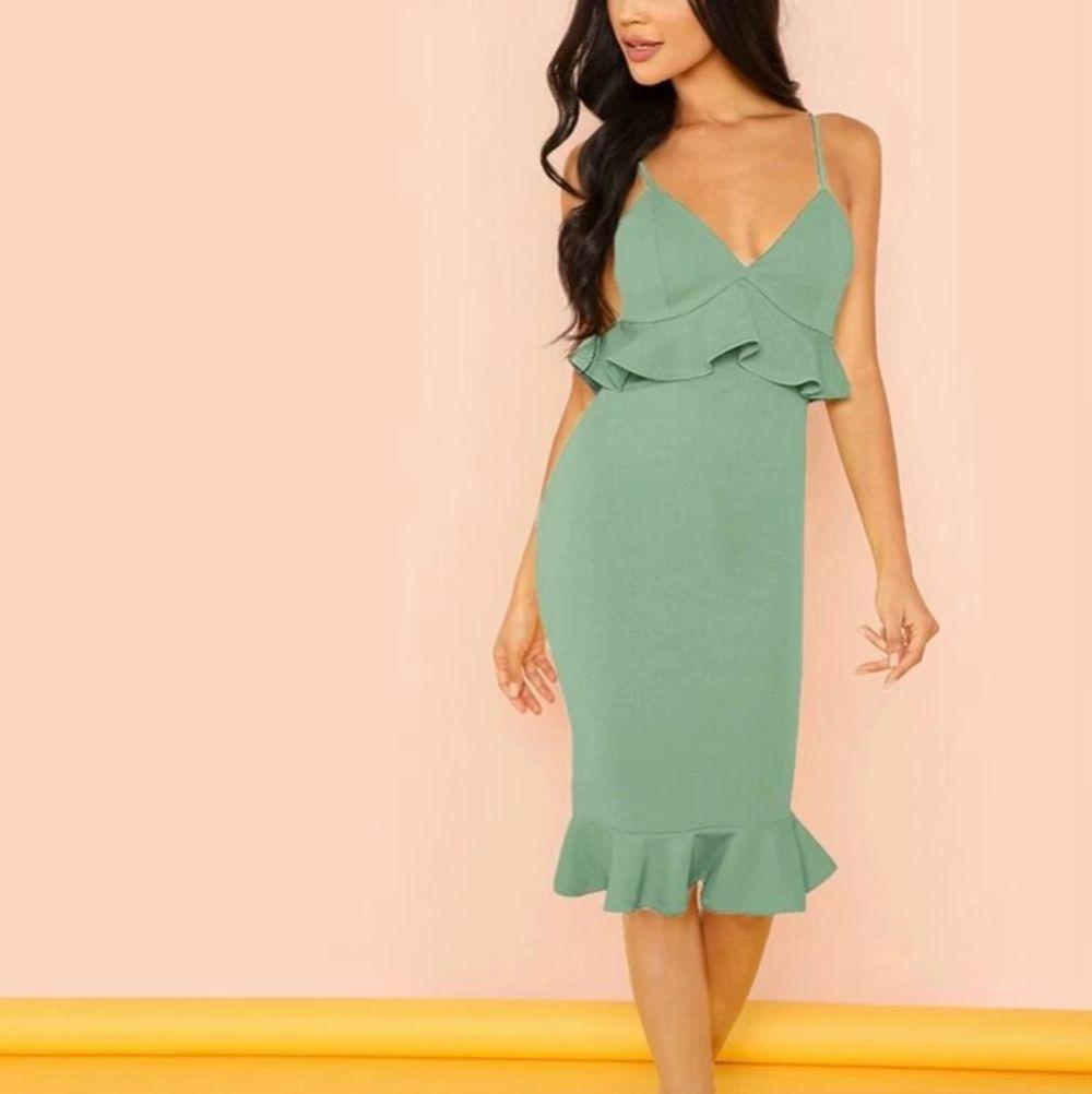Oanvänd klänning från shein i storlek S. . Klänningar.