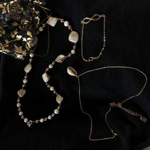 Ett set med guldsmycken som inte är använda överhuvudtaget🌟🌟 Säljs ej separat.