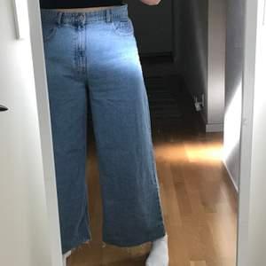 Korta jeans från zara köpta i Spanien, använda en gång! Frakten inkluderat i priset