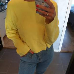 Yellow knitwear from ZARA with bows on the back - size M - been worn 2 times - super soft fabric