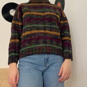 Denna tröja har varit en av mina favoriter som nu förtjänar ett annat hem! Den är perfekt till Hösten och är i bra kvalitet!🍂
