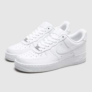 Fixar alla olika typer av skor till dig inom 3 dagar. Allt du behöver göra är att skriva din adress, vad skorna heter och storlek.