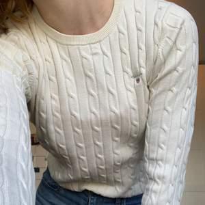 Här är en tröja som jag älskade för några år sedan men längre inte använder då det inte är min stil. Den har dock inga fläckar eller skador och är som ny!
