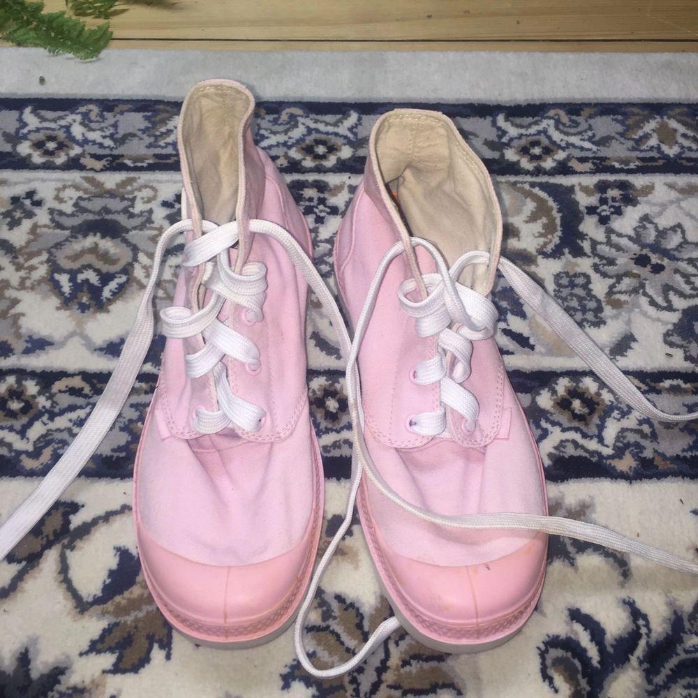 Palladium blanc hi orchid pink, super sköna att gå i!. Skor.
