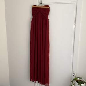 Maxiklänning från Nelly Trend, vinröd, storlek s. Bra skick. Använd 1 gång.