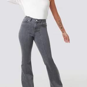 Jag köpte dessa byxor förra sommaren men dom har inte kommit till användning eftersom dom är för korta i längden för mig. Jag är dock 180cm. Köpta från NAKD och deras influenser kollektion AFJ.