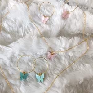 Börjar nu sälja dessa urgulliga fjärilssmycken😍 Halsbandet kostar 69 och det gör även örhängerna! Köp hela sättet för endast 99!(Frakten är alltid INKLUDERAD)