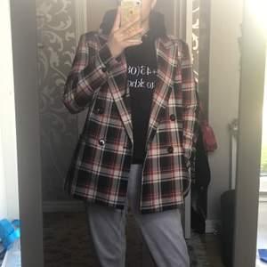 Assnygg rutig blazer från H&M i storlek 40!