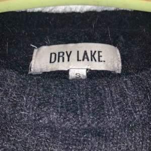Fluffig svart tröja från DryLake. Ny pris ca 700