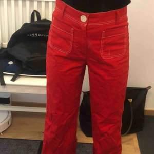 Asfeta röda byxor! Bara använda fåtal gånger! Storlek S från Zara. Fraktar
