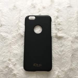 Svart skal i skönt material från iDeal of Sweden. Använd väldigt få gånger men säljes pga ny mobil. Originalpriset är 299:-