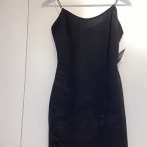 Basic klänning från Nelly.com aldrig använd, prislapp kvar.