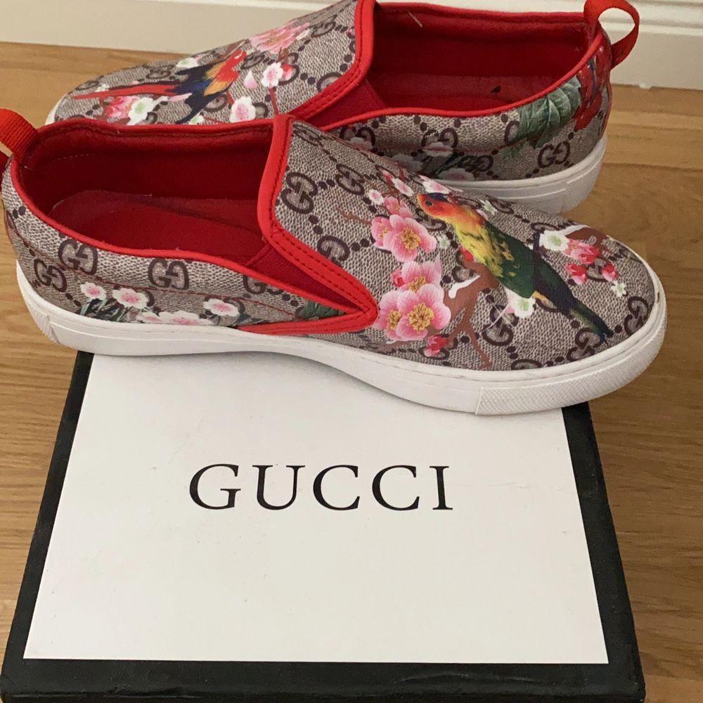 Hej säljer mina Gucci skor på grund av fel storlek känns att det är en stor 36  . Skor.