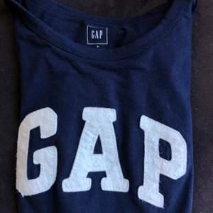 GAP t-shirt i fint skick! Inköpt på GAP i London.