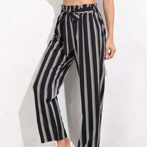 Helt oanvända byxor från Shein som jag fick i present. Säljer eftersom det inte är min stil.
