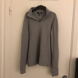 Skit snygg tröja, men tyvärr för liten därför säljer jag den, buda gärna!