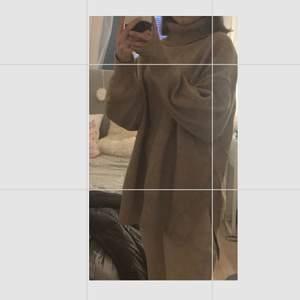Stickad oversize tröja från hm❤️tröjan är i strl xs men som sagt oversize💗tröjan är i fint skick o väldigt mysig❤️köpare står för frakt💗nypris 600 säljer bara för 200kr