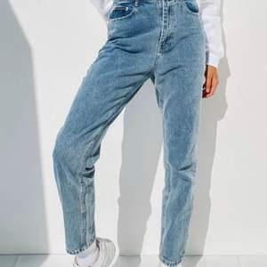 Säljer dessa mom jeans (gammal bild  ifrån dess hemsidan)
