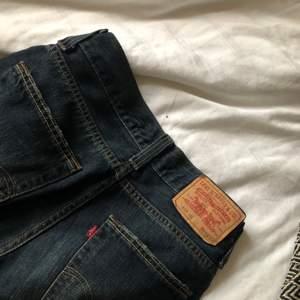 Skitsnygga lågmidjade Levis jeans! Säljer då de tyvärr är för små för mig