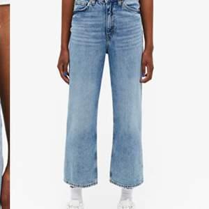 Säljer mina underbara monki jeans i modellen mozik. De är använda rätt så mycket men de är i fint skick. Köpta för ca 1 år sedan. Säljs pga att jag inte använder de lika mycket längre. Pris: 120kr ( frakt är medräknat i priset )