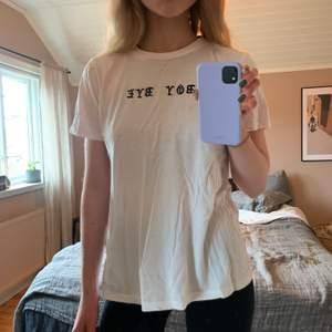 T-shirt från Forever21, knappt använd. Storlek M men passar snarare S. Kan skickas om köpare står för frakt!