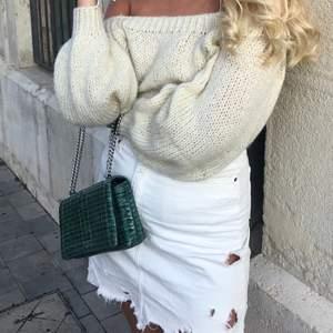 Ascool väska o grön färg med snyggt mönster! Köpt på Parfois i Spanien och är knappt använd💚💚