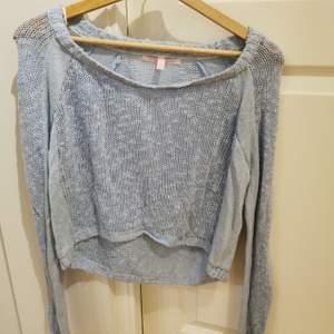 En ljusblå stickad tröja från Victoria secret, strl xs men skulle säkert passa någon med S
