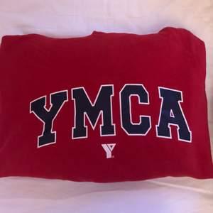 SÄNKT PRIS !!!!!! As cool hoodie som är köpt på beyond retro. Storleken är M men passar XS-S också. 📦