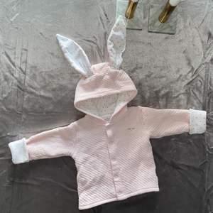 Är det någon som är intresserade utav baby/barnkläder? Har völdigt mycket till både tjej & kille, massor utav märkeskläder och vanliga märken. Kommentera här eller skicka medelande 💞